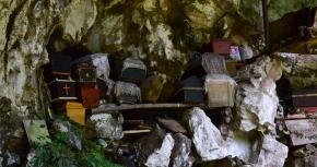 trumny zawieszone poutykane w skały, Londa