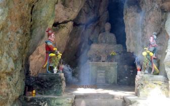 Budda w jednej z jaskiń