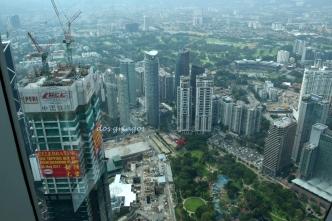 panorama miasta z najwyższych pięter Petronas Towers