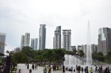 park z tyłu wież