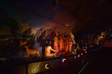 figurki przedstawiające życie boga Ramy
